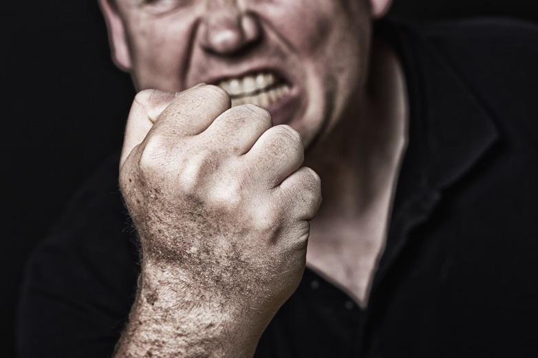 Selbstverteidigung für Mitarbeiter - Aggressive Person droht